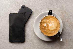 Lederhülle für Apple iPhone 6s, 7 & 8 in schwarz aus echtem Rinds Leder